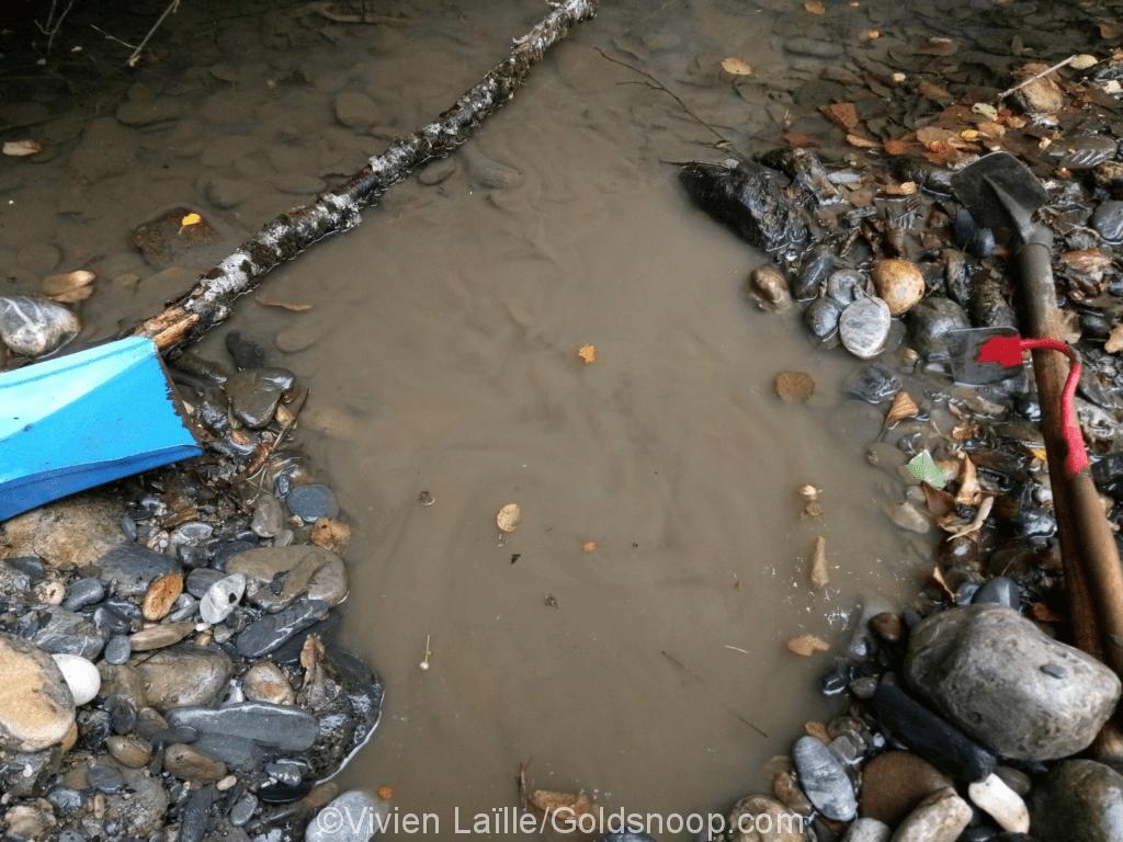 Exploration d'une plage à galets et graviers alluvionnaires